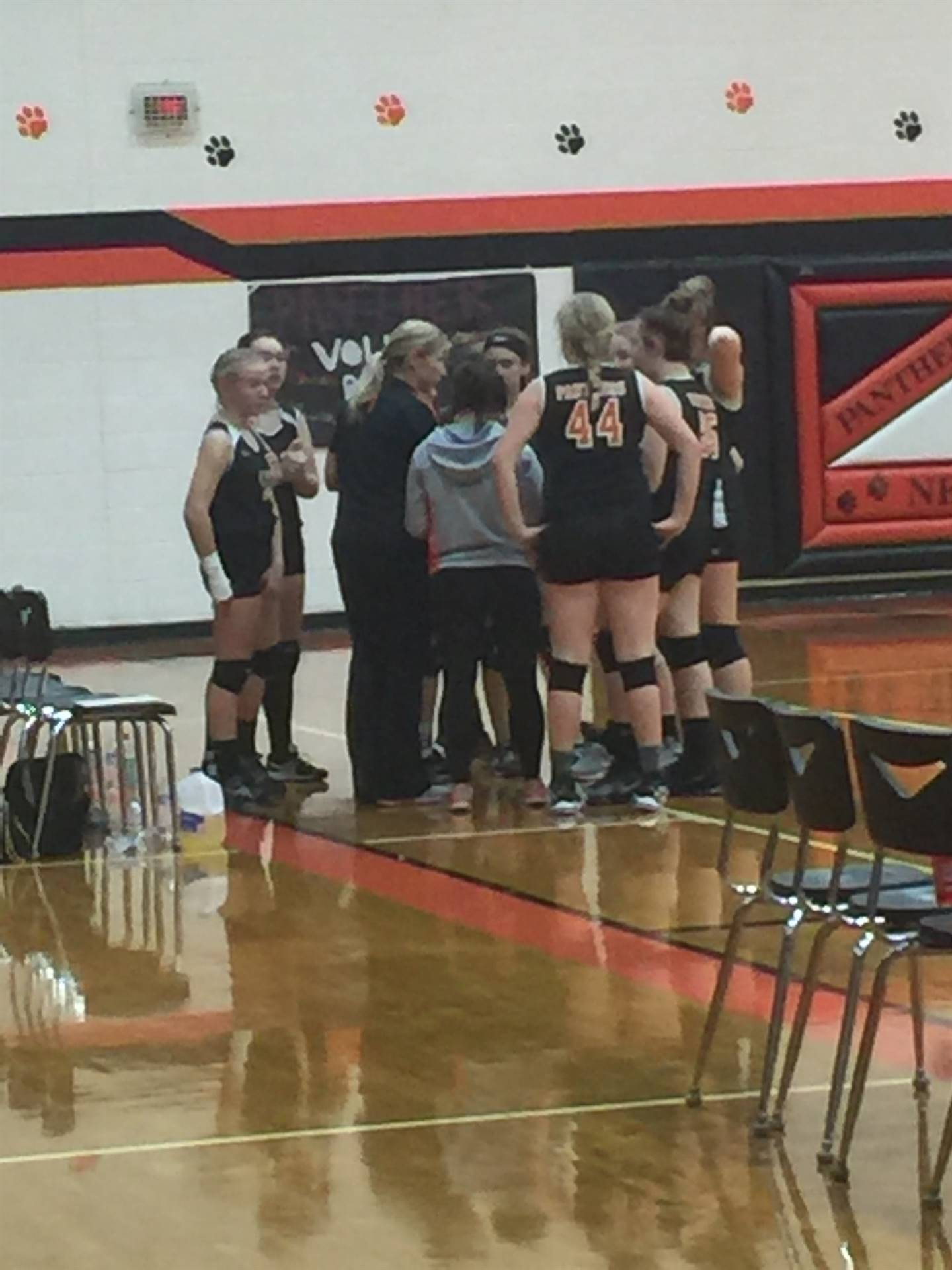 8th grade volleyball in action against Crooksville.